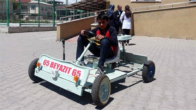"""Ortaokul öğrencisi atık malzemelerden """"go kart"""" aracı yaptı"""