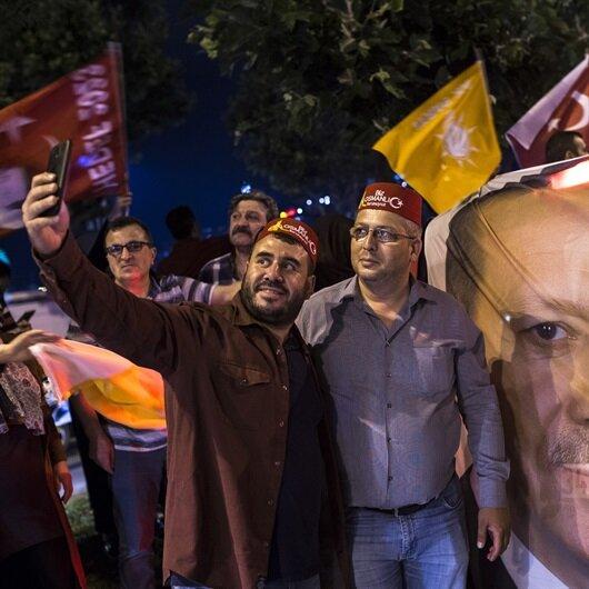 AK Parti İstanbul'da 2 ilçeyi geri aldı