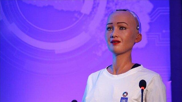 Robot Sophia bir dil daha konuşacak