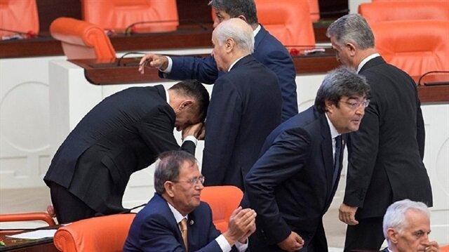İYİ Parti milletvekili Hayati Arkaz Bahçeli'nin elini neden öptünüz sorusuna bu cevabı verdi