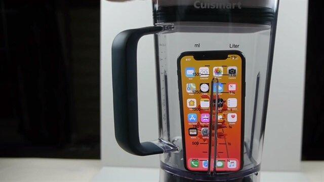 iPhone X'u parçalayıp suyunu içmeye çalıştı!