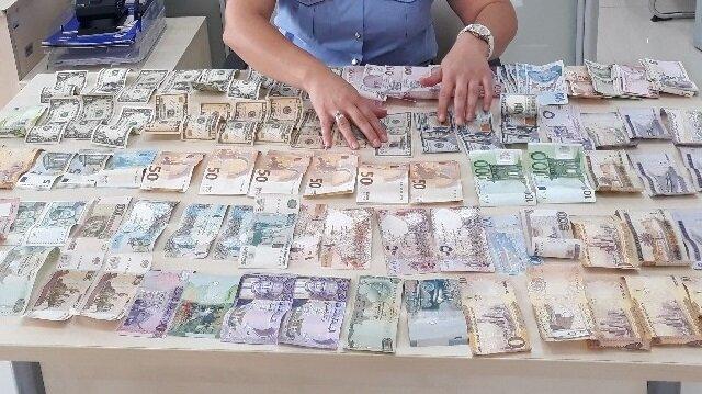 Dilenciden 15 ülkeye ait para çıktı