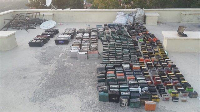 Hırsızlar Karaman'da akü bırakmamış! Polisler bile saymakta zorlandı