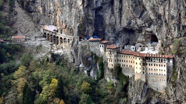 Vatandaş Sümela Manastırı'nda define söylentisine inandı