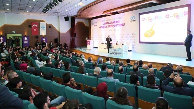Türkiye'nin Yüzyılı ve Geleceği Uluslararası Gençlik Sempozyumu başladı