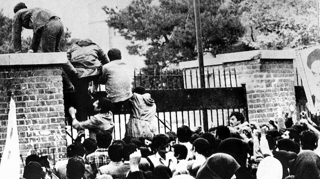 Tarihin en uzun rehine krizi: İranlı öğrenciler ABD Büyükelçiliğini bastı, diplomatları 444 gün boyunca esir aldı