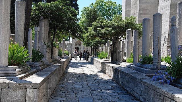 Mezar taşları tarihi yeniden yazabilir