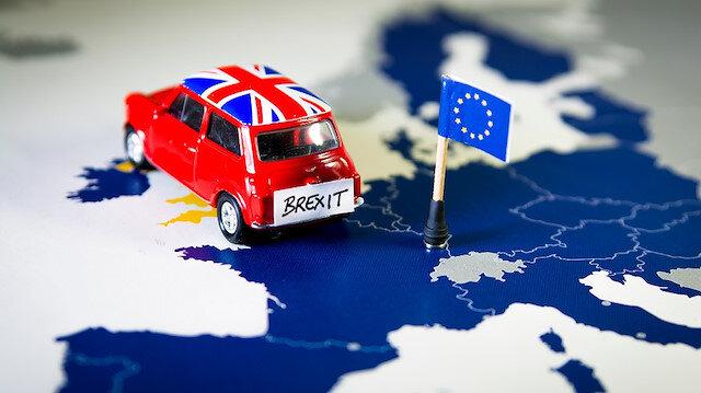Brexit anlaşması İngiltere kabinesinden geçti: Boşanma süreci sancılı geçecek