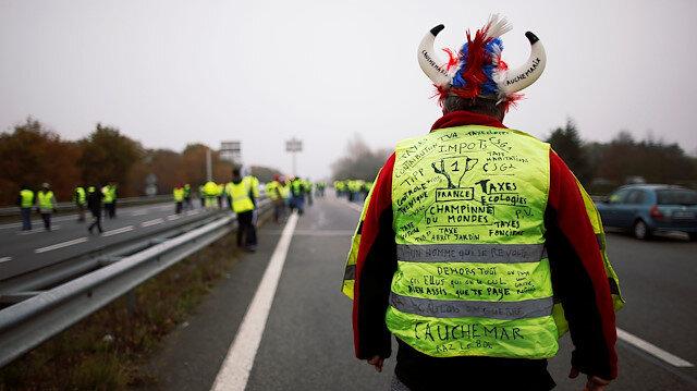 Fransa'da 'Sarı Yelekliler' sokaklara çıktı