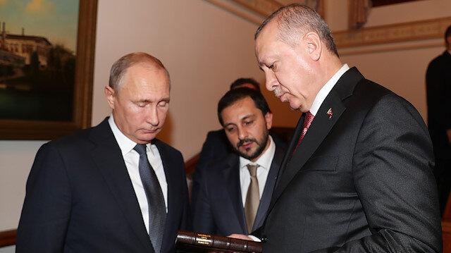 Putin'e hediye edilen kitap: Dünya Nöbeti Gogol'un İzinde