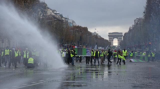 Fransa'da 'sarı yelek' protestosuna sert müdahale