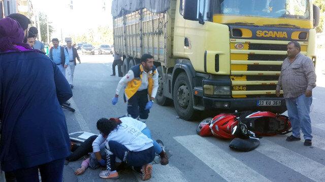 Ambulansa yol vermek isteyen genç kız canından oluyordu