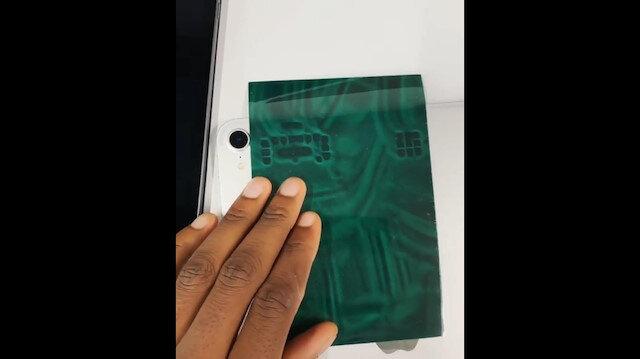 iPadin içini gösteren manyetik kağıt