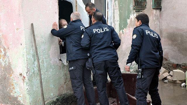 Polis yaşlı adamı bir türlü ikna edemedi