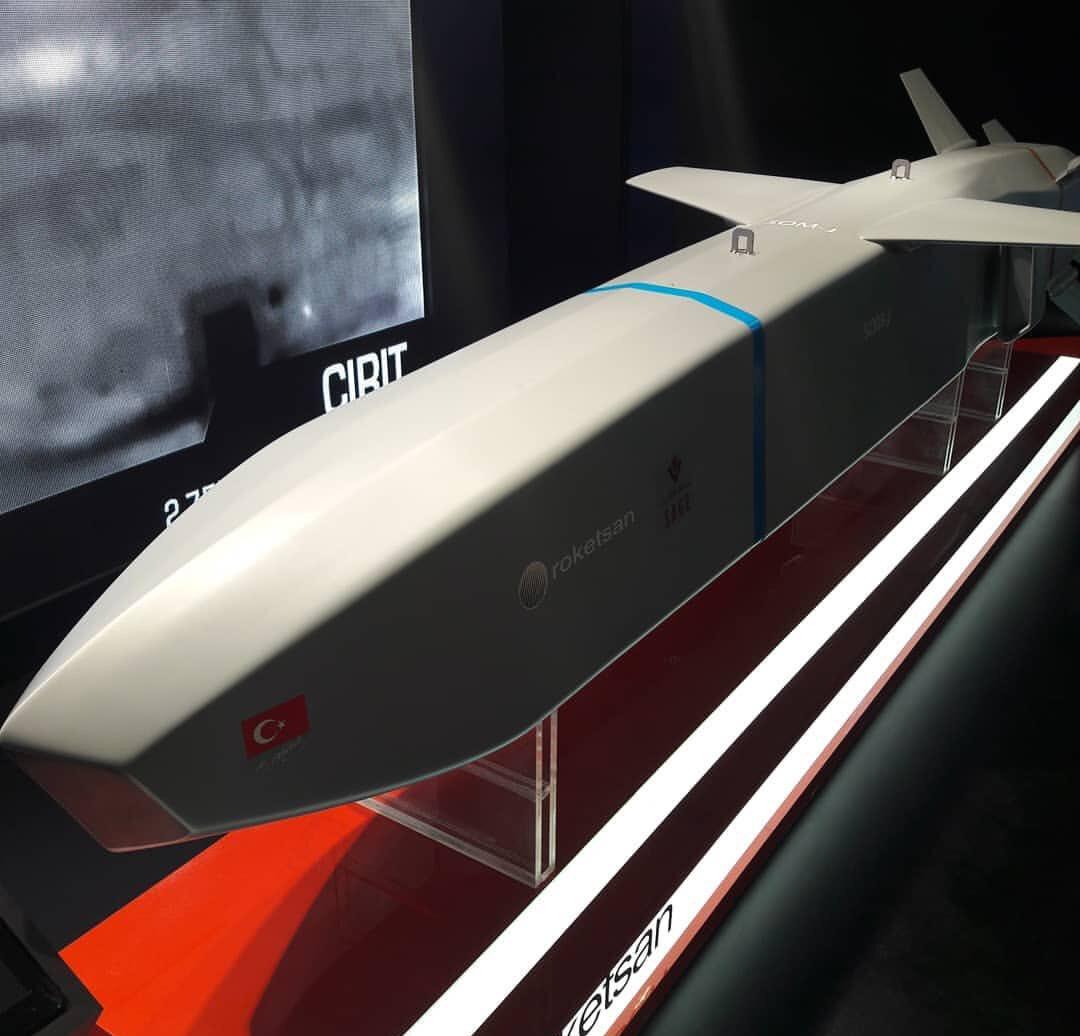 Roketsan tarafından üretilen SOM füzesi.