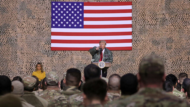 Trump'tan Irak'a sürpriz ziyaret: Amerikan askerleriyle bir araya geldi