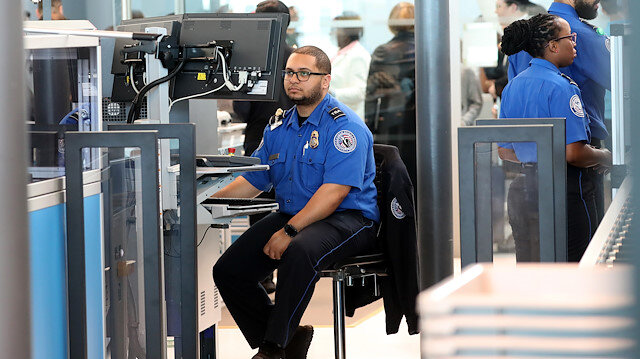 ABD'de hükümetin kapanması havalimanlarını da vurdu