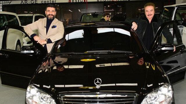 Orhan Gencebay'ın otomobiline özel tasarım: Gören bir daha bakıyor