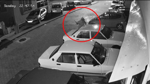 Otomobile levyeyle saldırı güvenlik kamerasına takıldı