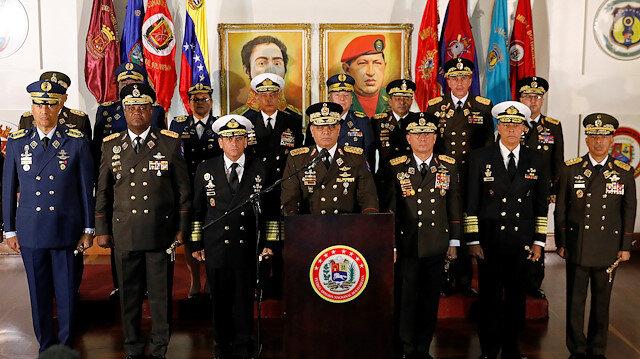 Venezuela ordusu Maduro'yu destekliyor