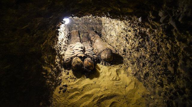 Mısır'da 3 mezardan 40 mumya çıktı