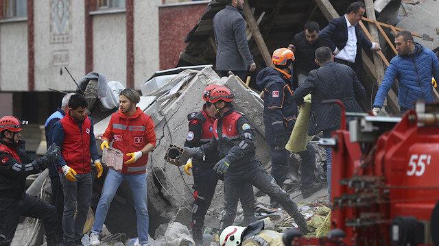Kartal'da çöken binada can pazarı: 2 kişi enkazdan çıkarıldı