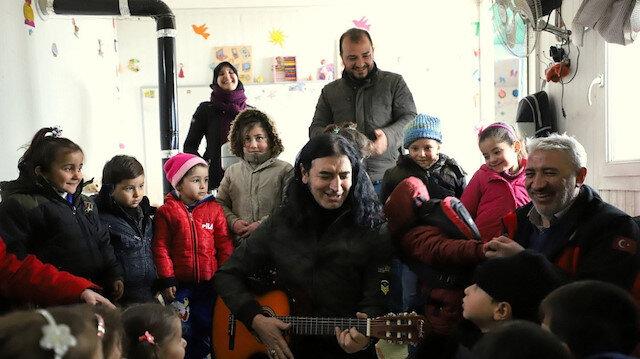 Murat Kekilli Suriye'ye gitti: Çocukları şarkılarıyla neşelendirdi