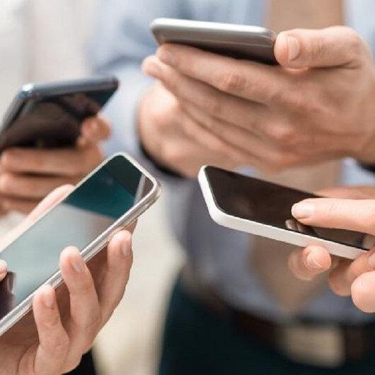 تحذير من الصحة العالمية: الهواتف الذكية تهدد مليار شخص بفقدان السمع