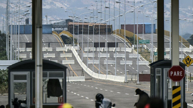 Venezuela Kolombiya'ya kapılarını kapattı