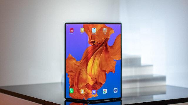 Huawei Mate X fuarın dikkatini çekti