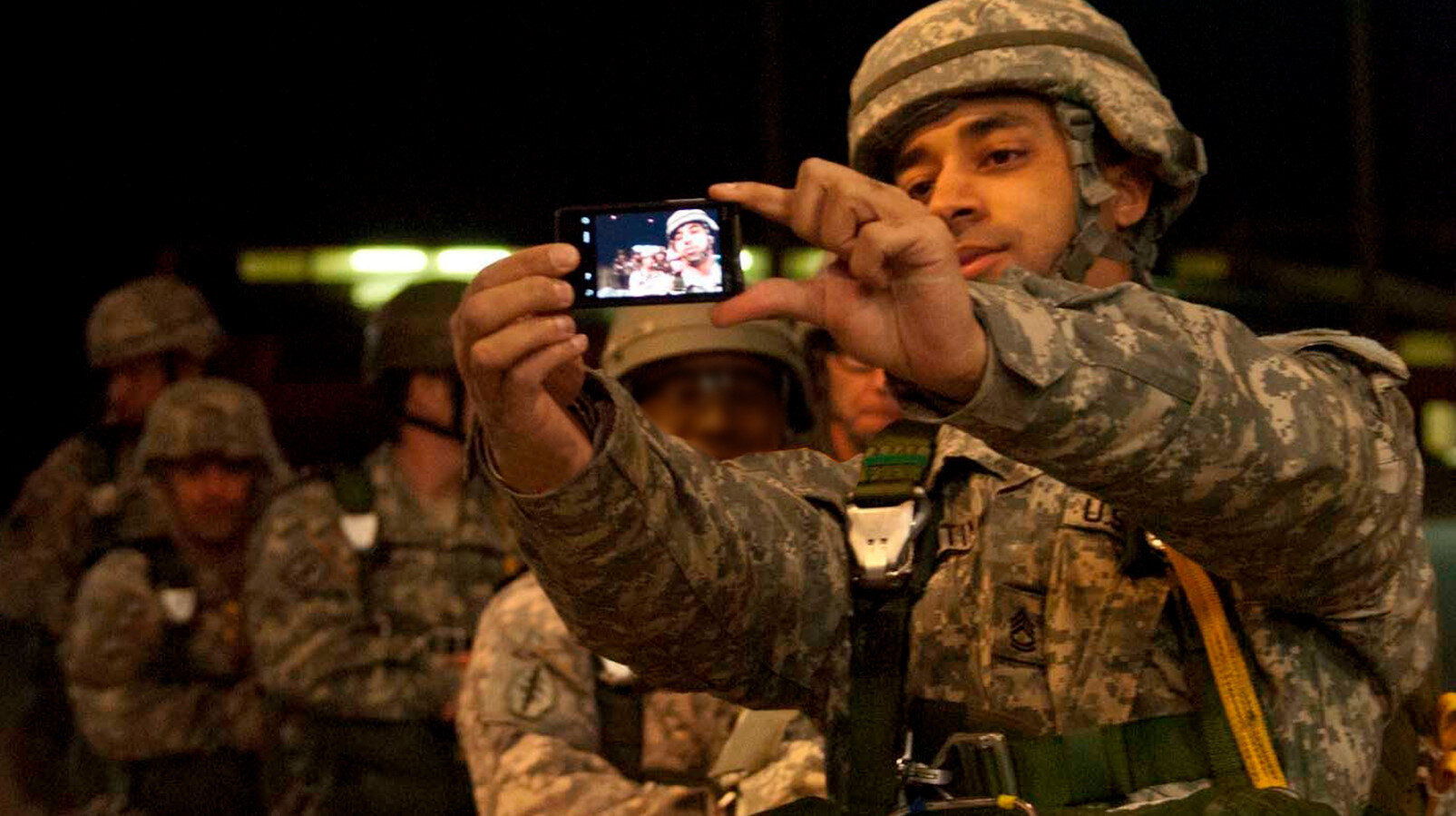 Ordu mensubu isimlerin çektiği fotoğrafları sosyal medyadan paylaşması farklı sorunları da beraberinde getirdi.