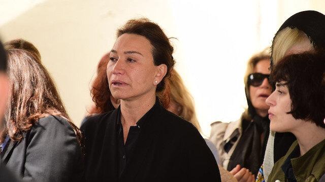 Zafer Çika'nın cenaze töreninde Demat Akbağ gözyaşlarına boğuldu