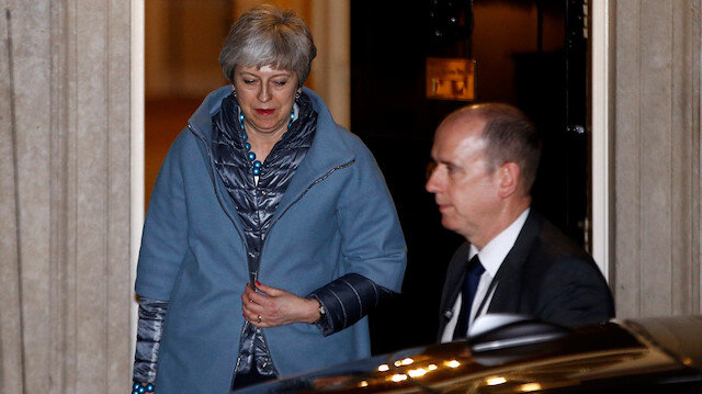 İngiltere Başbakanı May, Brexit anlaşması Parlamento'dan geçerse istifa edecek