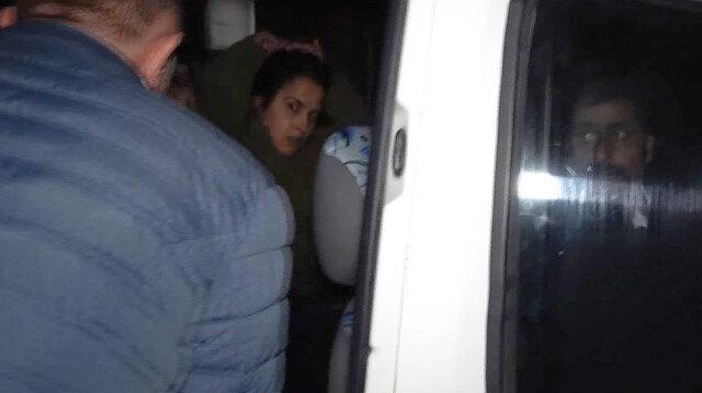İyi Partili Mine Koraş gözaltına alınırken bozkurt işareti yaptı