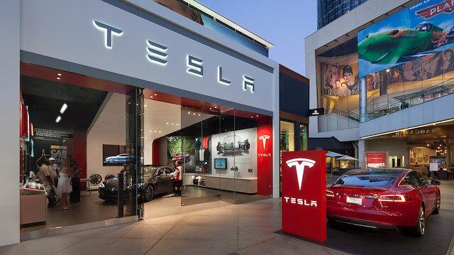 Elon Musk Tesla mağazalarını kapatma nedenini açıkladı