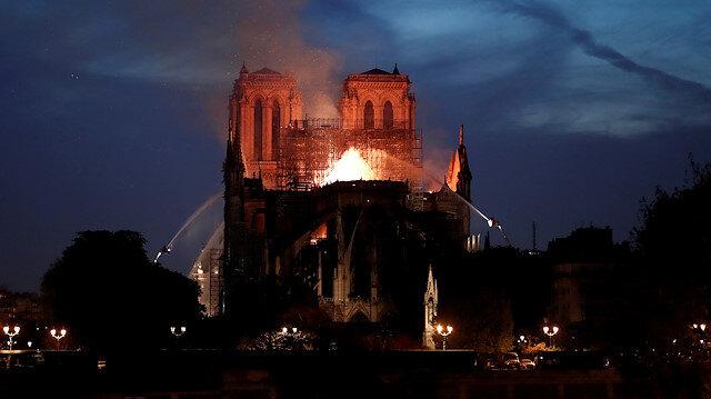 856 yıllık tarih kül oldu: İlk alarm yangının izini bulmaya yetmedi