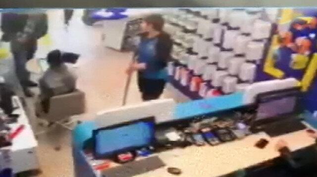 Telefon tarifesi tartışmasında iki kadın çalışanı vurdu