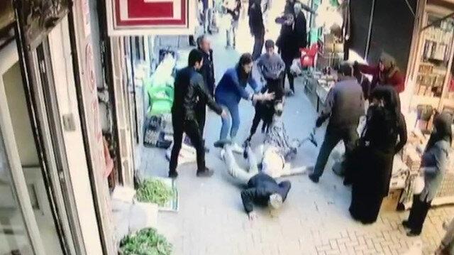 Eşekle pazar yerine giren çocuklar yaşlı kadını yere düşürdü