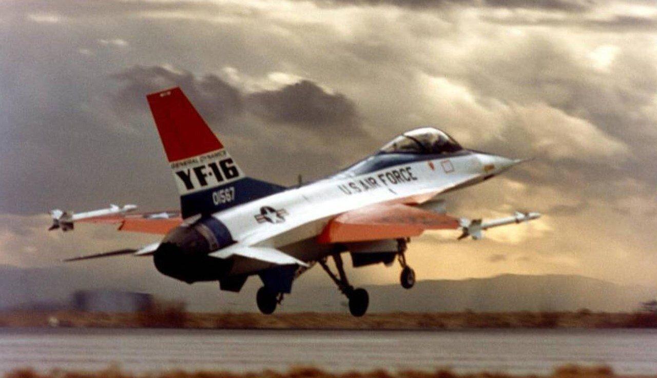 F-16'lar ilk uçuşunu 20 Ocak 1974'te gerçekleştirdi.