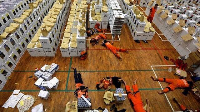 Endonezya seçimlerinde ölen sandık görevlisi sayısı 500'ü geçti
