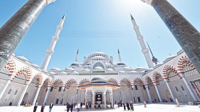 Çamlıca Camii yüzleri güldürdü