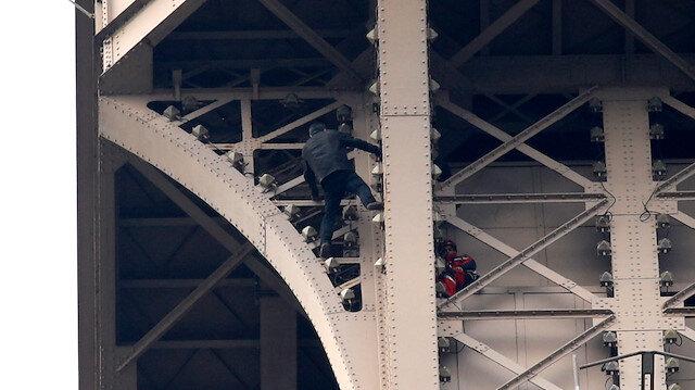 Eyfel Kulesi'nde 'tırmanma' paniği: Boşaltıldı