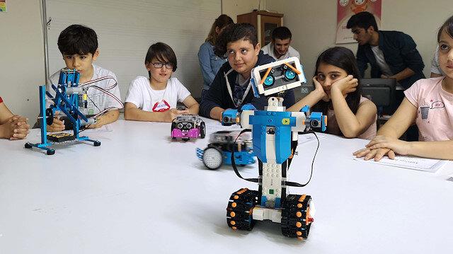 Robotik kodlama ile geleceği tasarlıyorlar