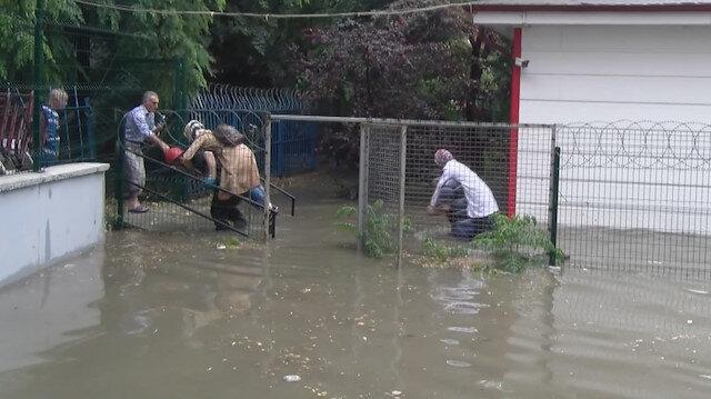 E-5 göle döndü: Pendik'te anaokulunu su bastı