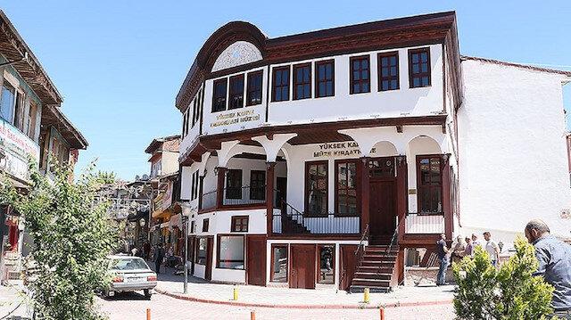 Asırlık kahvehane Demokrasi Müzesine çevrildi