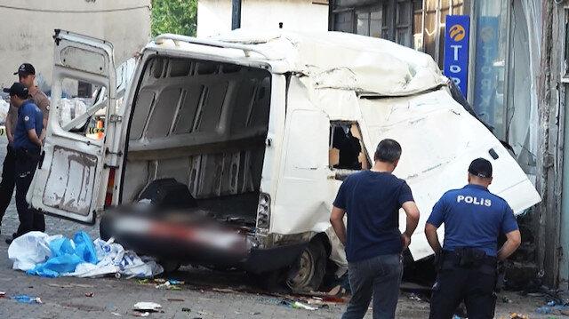 Göçmenleri taşıyan minibüs devrildi: 10 ölü