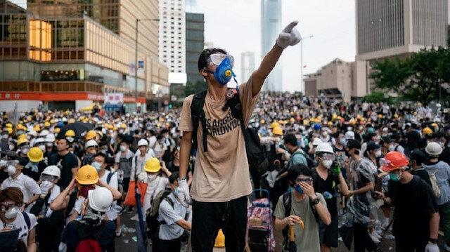 İngiltere ile Çin arasındaki Hong Kong tartışması büyüyor