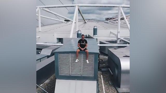 Yeni transferi stadın çatısında tanıttılar