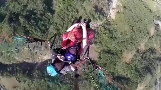 Paraşütle uçarken tulum çaldı