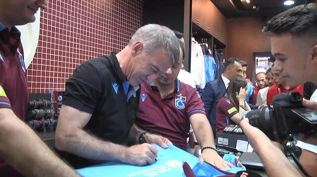 Trabzonspor başkanı Ağaoğlu forma satışı yaptı